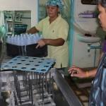 เก็บตัวอย่างน้ำดื่ม จากโรงผลิตน้ำดื่ม บริเวณใกล้กับเหมืองแร่ทองคำ