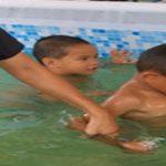 ส่งมอบและติดตั้งสระว่ายน้ำเคลื่อนที่ เพื่อการเรียนรู้ ฝึกทักษะความปลอดภัยทางน้ำ ( 25-27 เม.ย.2560 )